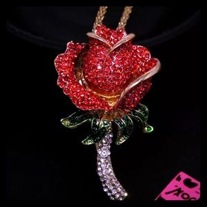 NWT 🌹Betsey Johnson 🌹Rose Brooch/Pendant & Chain